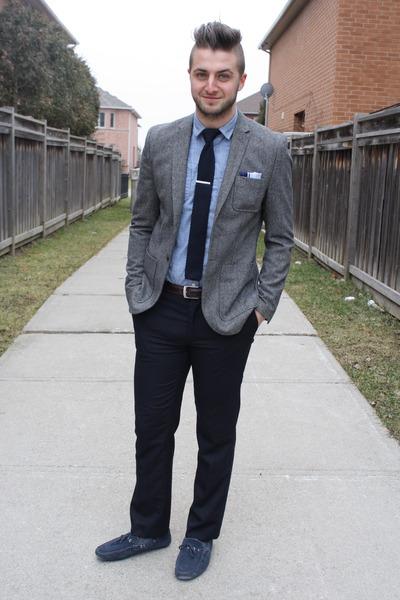 Light grey suit dark brown shoes